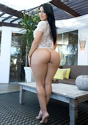 Sexy girl phat ass naked
